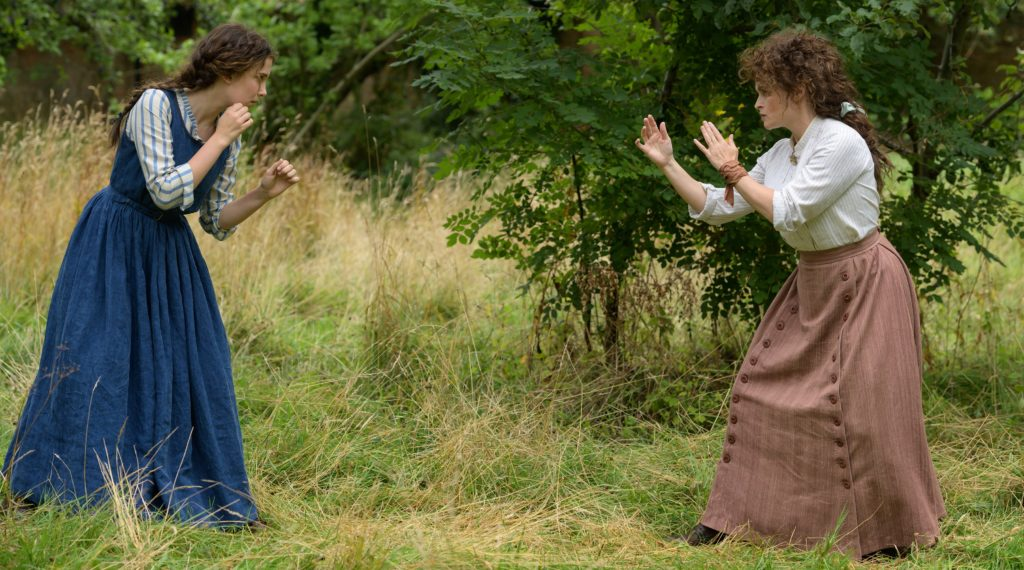 Milly Bobby Brown und Helena Bonham Carter in Enola Holmes