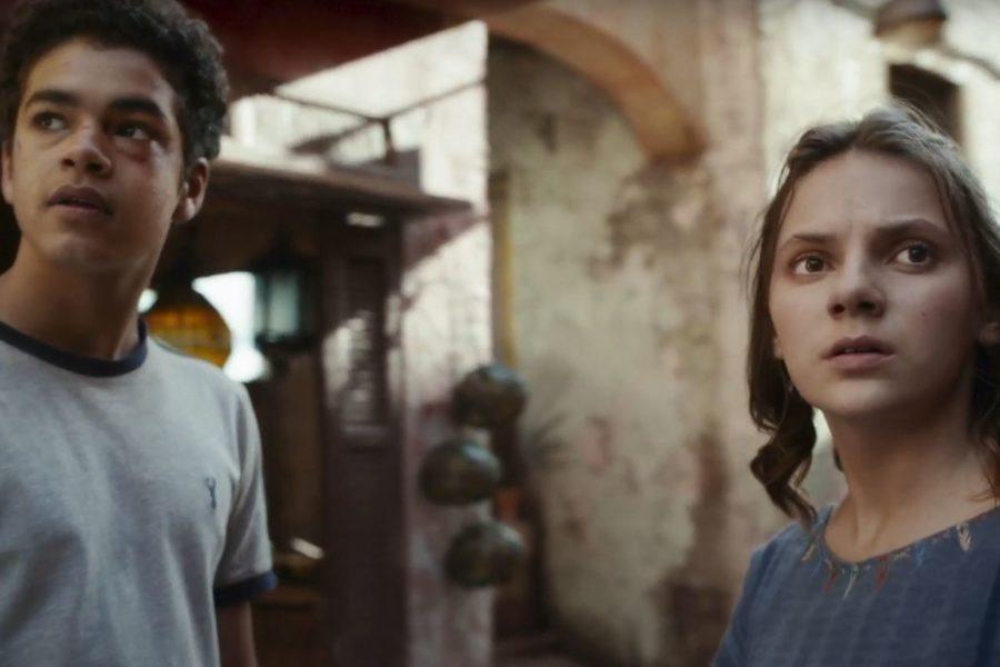 Dafne Keen als Lyra und Amir Wilsom als Will in His Dark Materials