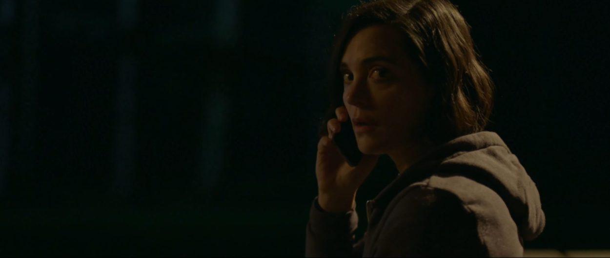 Jules Willcox als Jessica in Alone