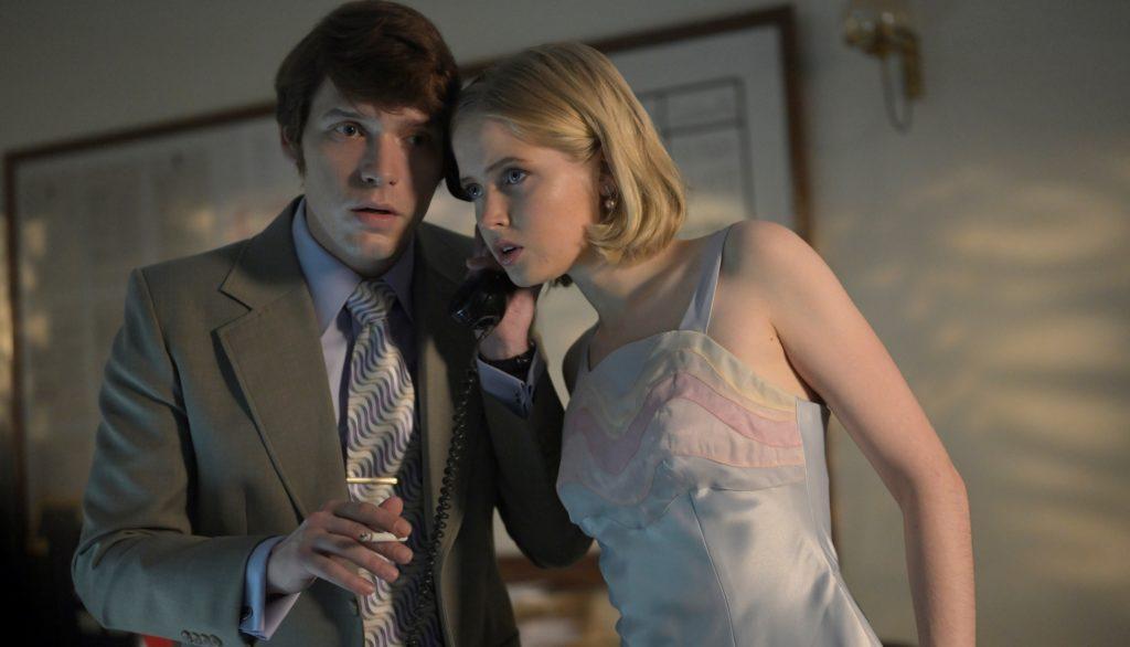 Billy Howle und Ellie Bamber in Die Schlange